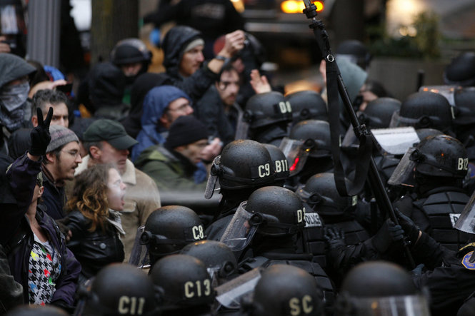 http://alef.ir/images/docs/000130/130375/images/pepper-spray-oregonian.jpg